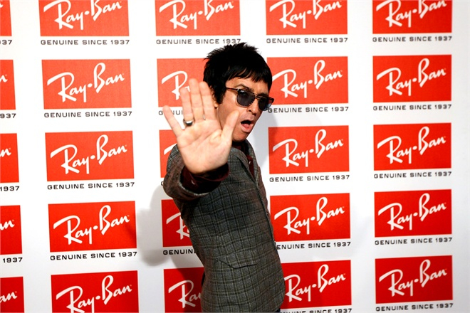 Johnny-Marr-and-Ray-Ban